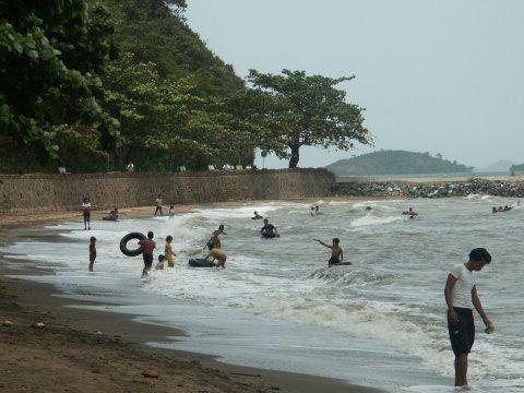 http://www.ourreallybigadventure.com/southeastasia/cambodia/pictures/kampot/6kep_beach.jpg