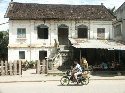 http://www.ourreallybigadventure.com/southeastasia/laos/pictures/5luang_prabang.jpg